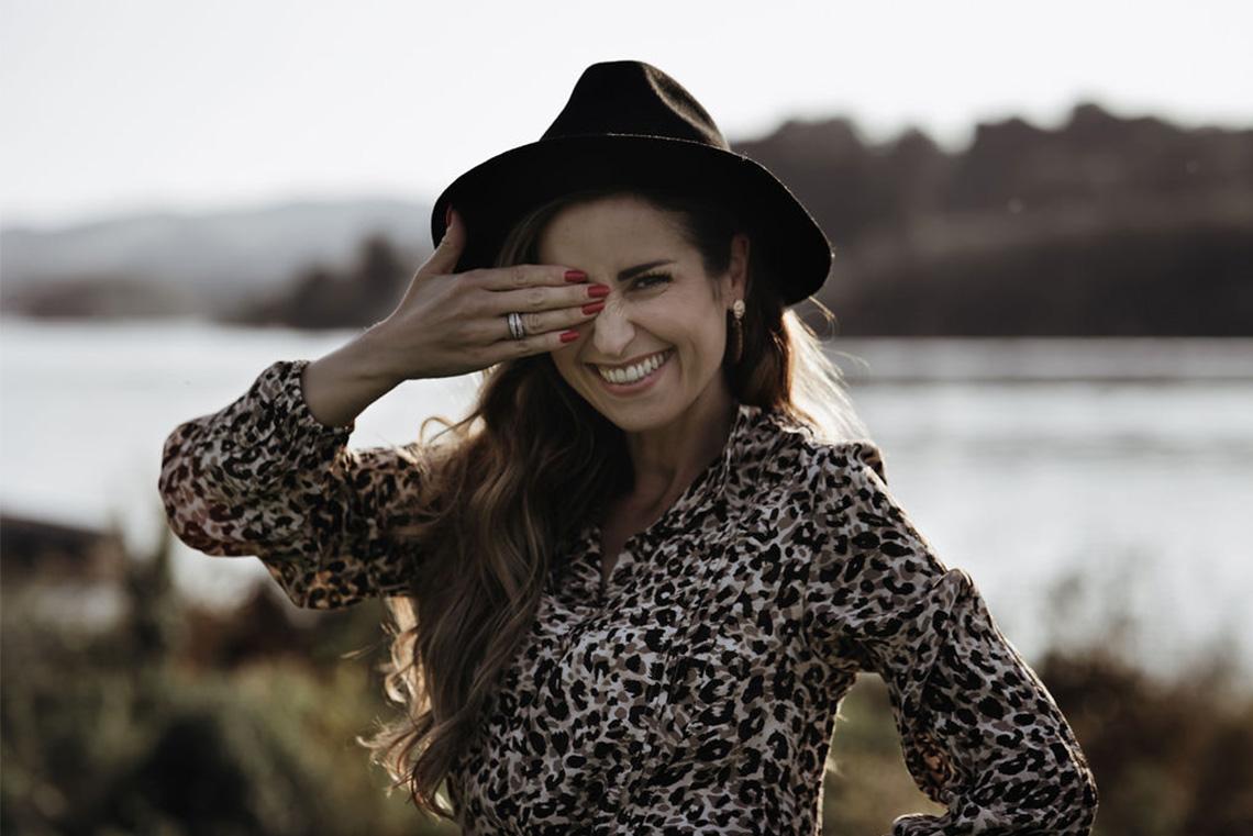 Sandra Perez Chitra poll et mera chapeau