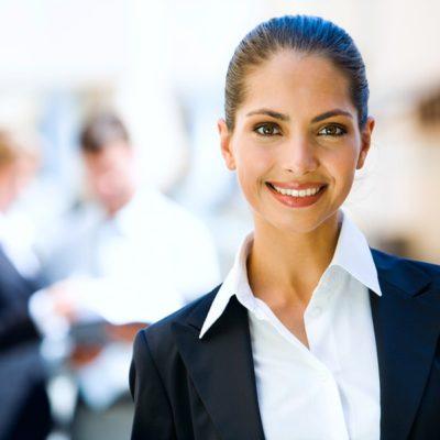 Femme en tenue professionnelle